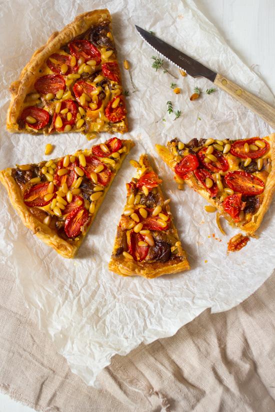 Recept hartige kaas tomaten pijnboompit taart