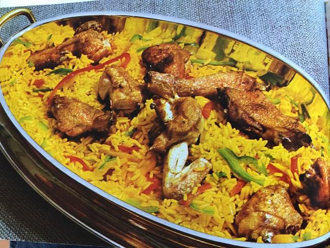 Exotische retro kip met rijst