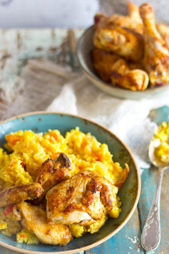 Retro gebraden kip met exotische rijst