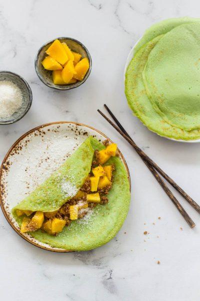 Pandan pannekoek met mango banaan zoete kokos vulling