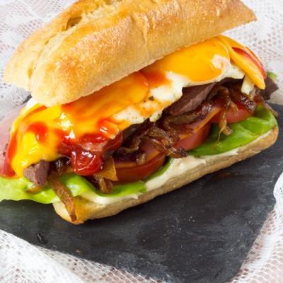 Royale hamburger met de naam Chivito