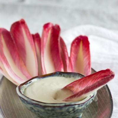 Blauwe kaas dip met rode witlof