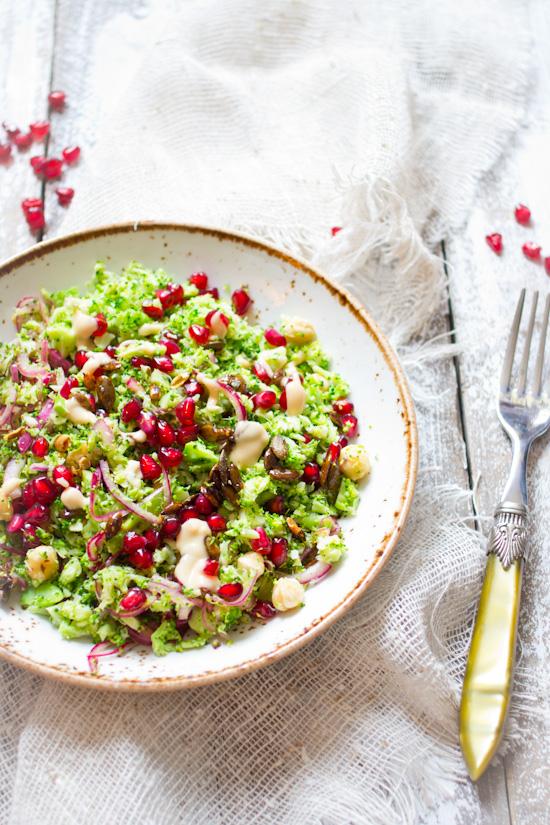Broccoli granaatappel hazelnoten salade recept