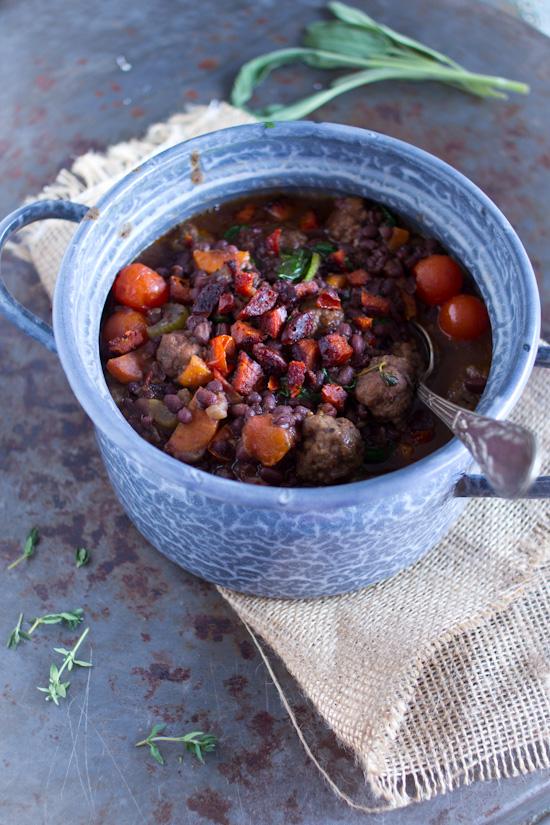 Bruine bonen chorizo gehaktballetjes stoofpot recept